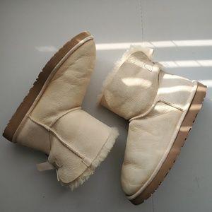 UGG Short Bailey Bow Rhinestone Boots SZ 10